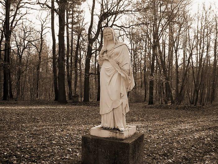 Vesta Statue