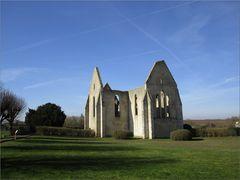 ..Vestiges de l'Eglise St-Lubin (13è siècle) à Yèvres le Châtel..