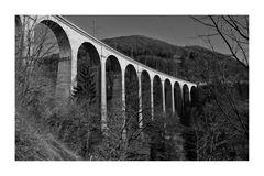 Viadukt über den Doubs.