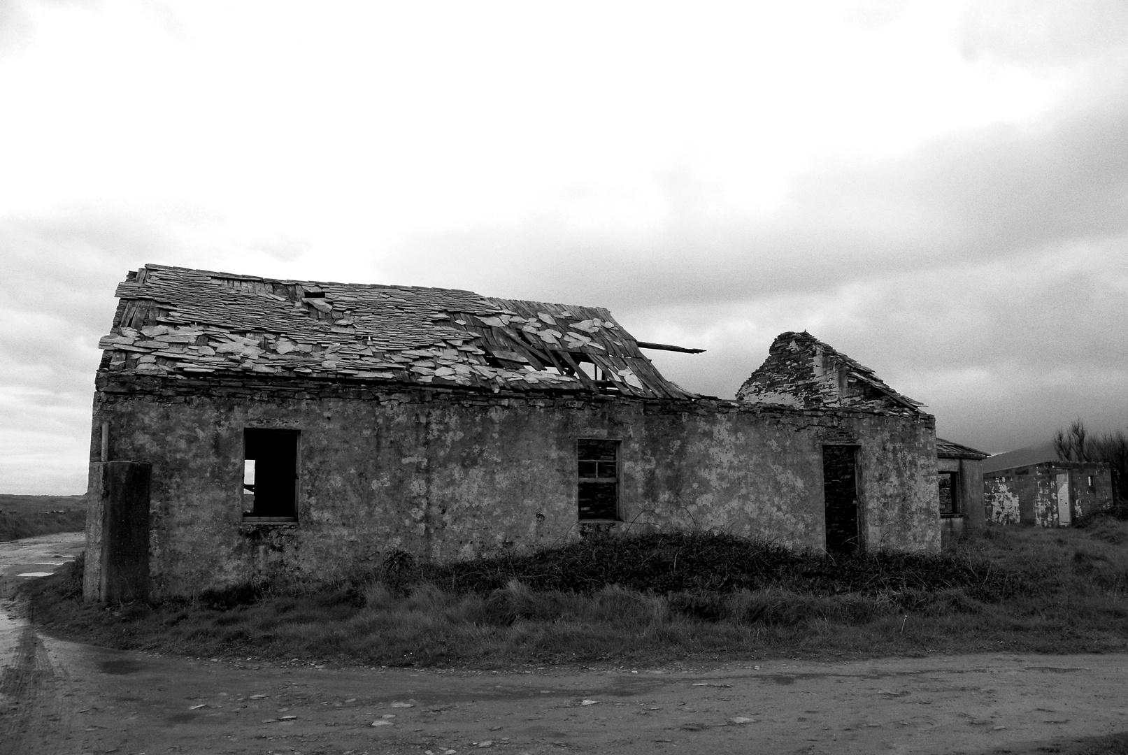 Vieja casa en la costa lucense