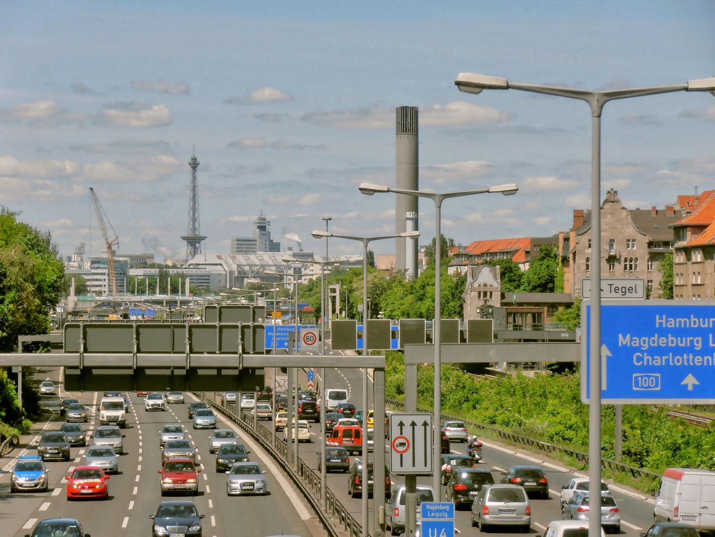 Viel Betrieb auf der A 100 in Berlin