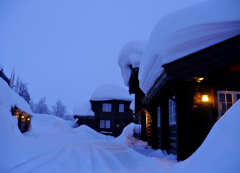 viel Schnee auf der Ferienwohnung
