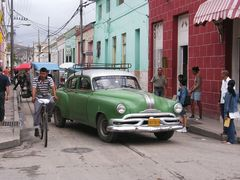 Viel Verkehr in Holguín (Kuba)