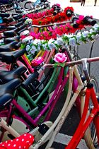viele Bunte Fahrräder