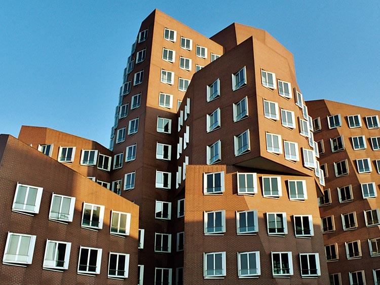 Viele Ecken, Kanten und Fenster im Medienhafen Düsseldorf