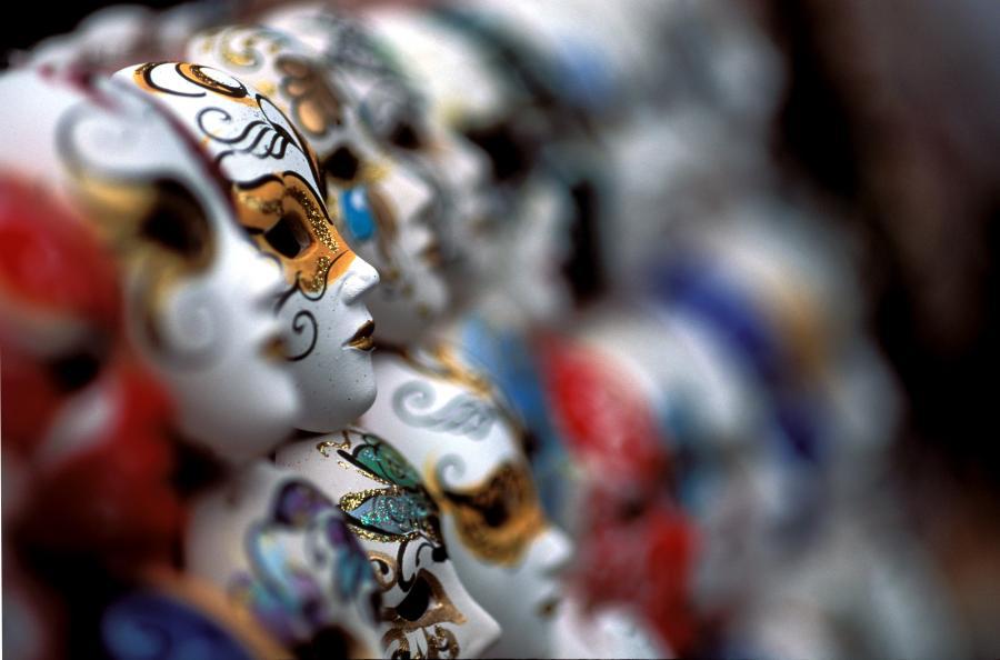 Viele kleine Masken