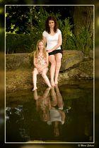 Vier Schwestern am und im Wasser