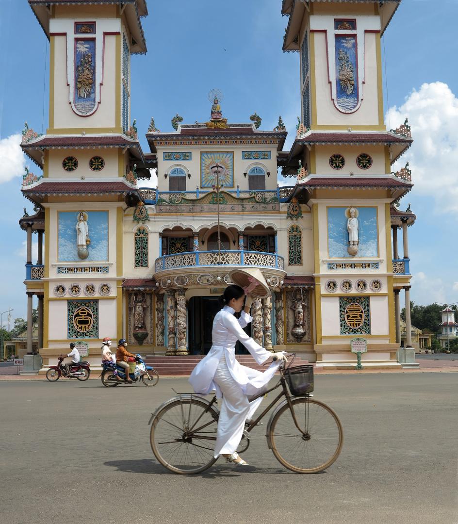 VIETNAM - 08.12.2012 - Cao Dai Tempel (3)