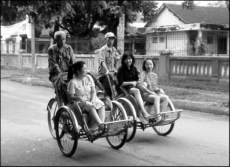 VIETNAM - Taxi in bianco e nero