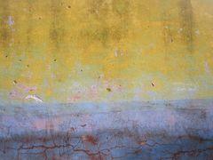 ..Vieux mur aux teintes rouillées..