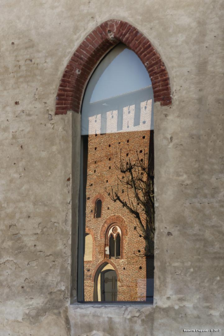 Vigevano, castello Sforzesco, riflesso