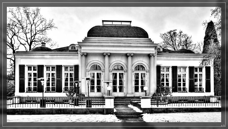 """""""Villa Leonardi im Winter S/W"""""""