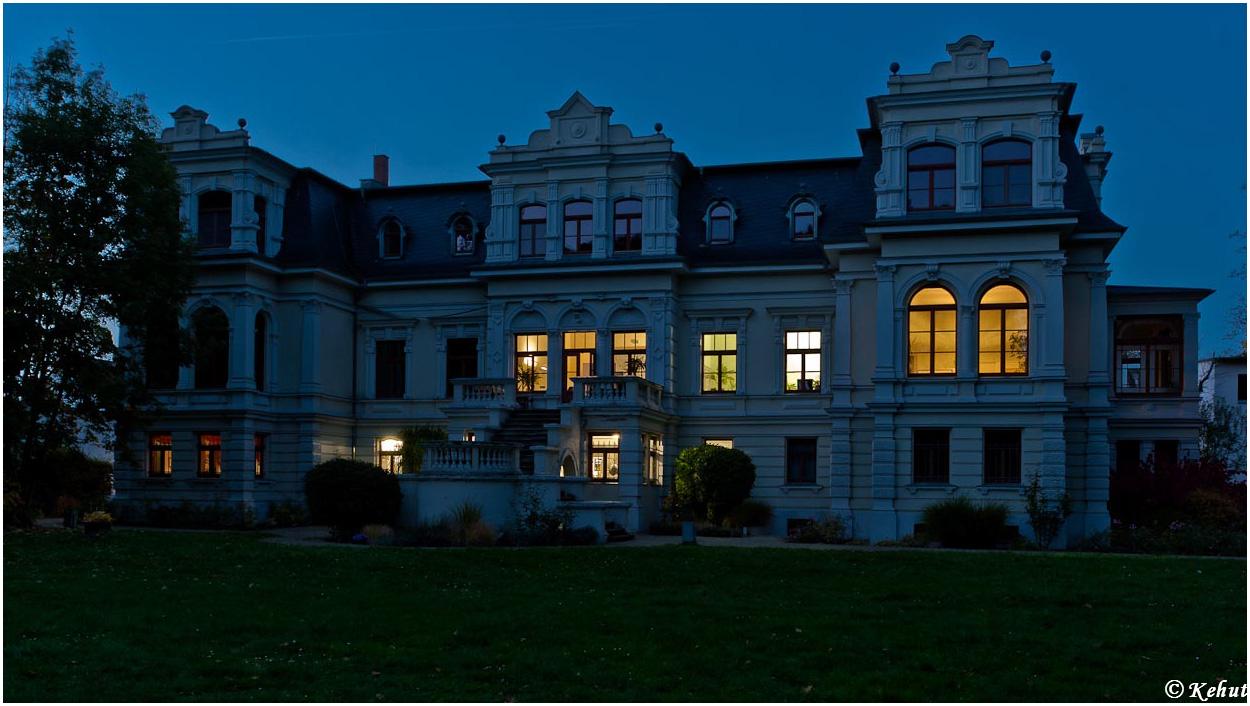 Villa vor der blauen Stunde