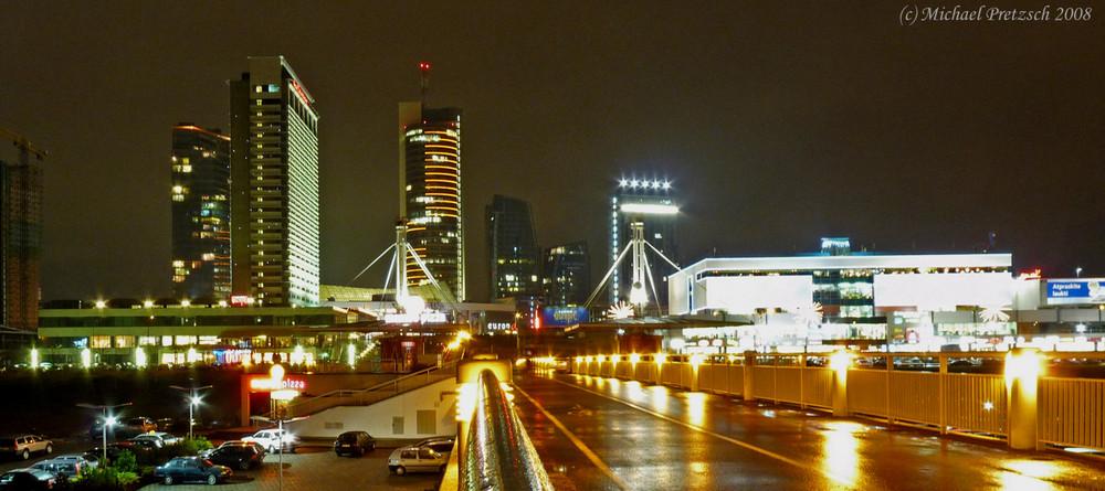 """Vilnius """"Business Center"""" bei Nacht"""