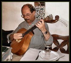 «VIOLA» che suonava in ristorante di Lisboa.