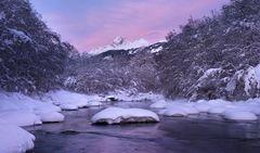 Violet-rosa Licht über dem Vorderrhein...