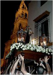 Virgen y campanario