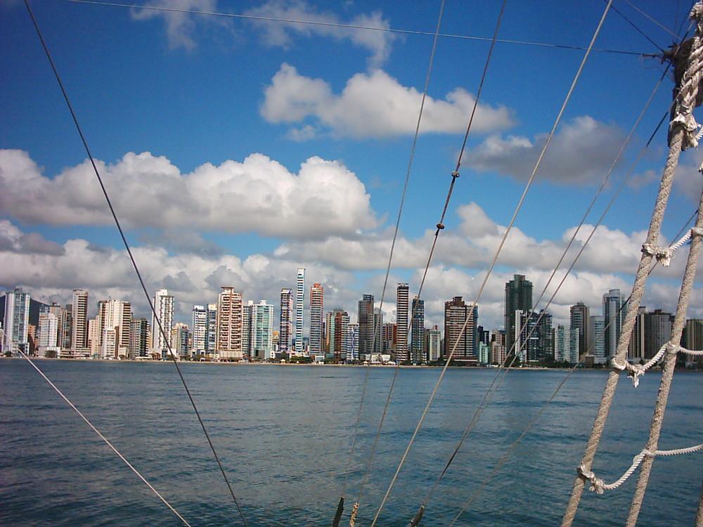 vista de una isla desde el barco Pirata ( Brasil )