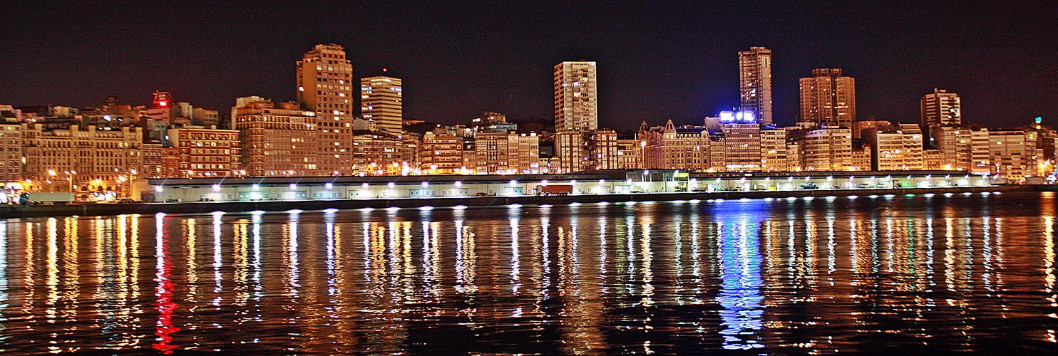 Vista nocturna del puerto de La Coruña I