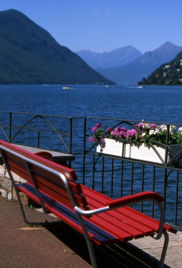 Vista sul lago maggiore.