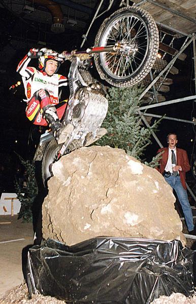 Vizeweltmeister Fujinami bewältigt einen hohen Stein.