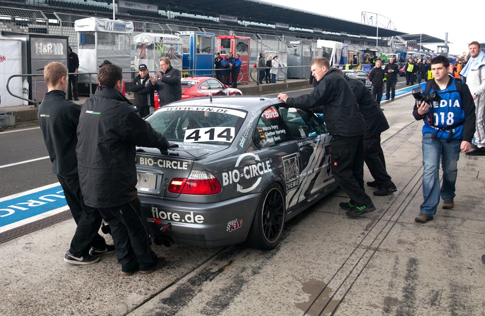 VLN, 14.04.12, Dolate-Motorsport vor der Box
