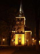 Vluyner Dorfkirche im Dunkeln