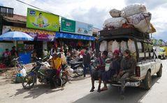 ...voll beladen in Nyaung Shwe...