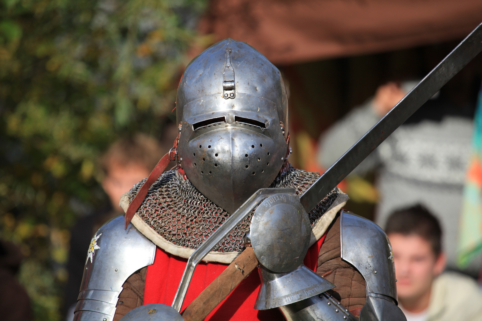 Vollkontaktkampf in historischer Rüstung