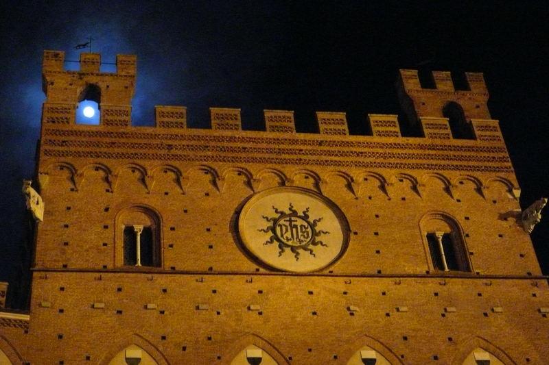 Vollmond in Siena