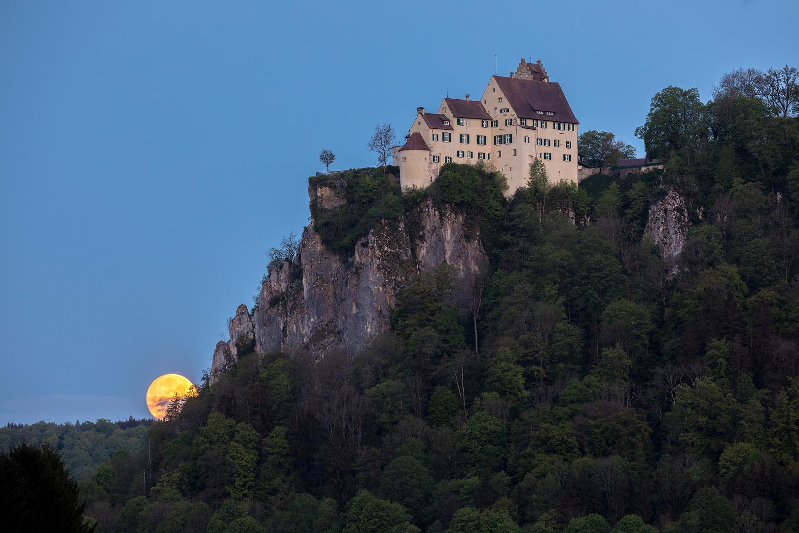 Vollmonduntergang an der Burg Werenwag
