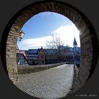 Vom Idsteiner Torbogenhaus zum Innenstadtplatz mit der Unionskirche