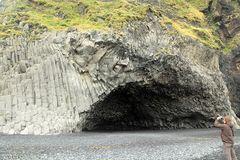 Vom Meer ausgewaschene Felsenhöhle