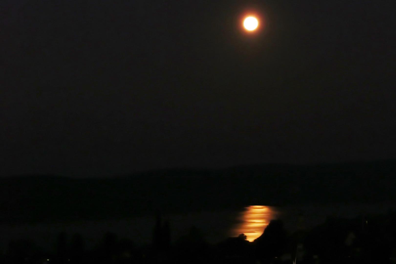 vom Mond beschienen
