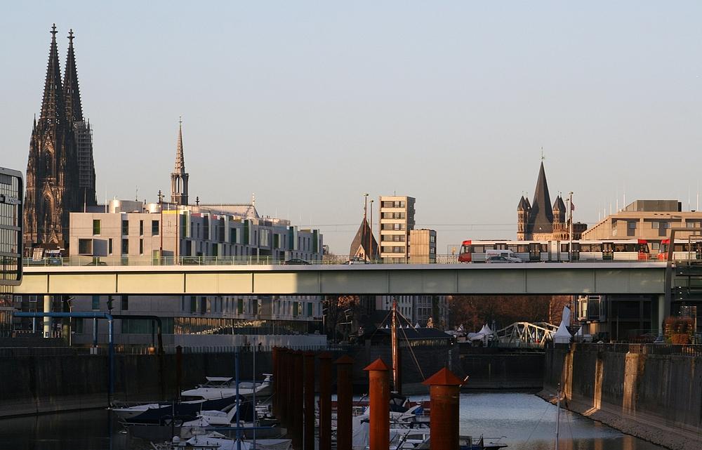 Vom Rheinauhafen Richtung Kölner Dom (11)(29.11.2011)