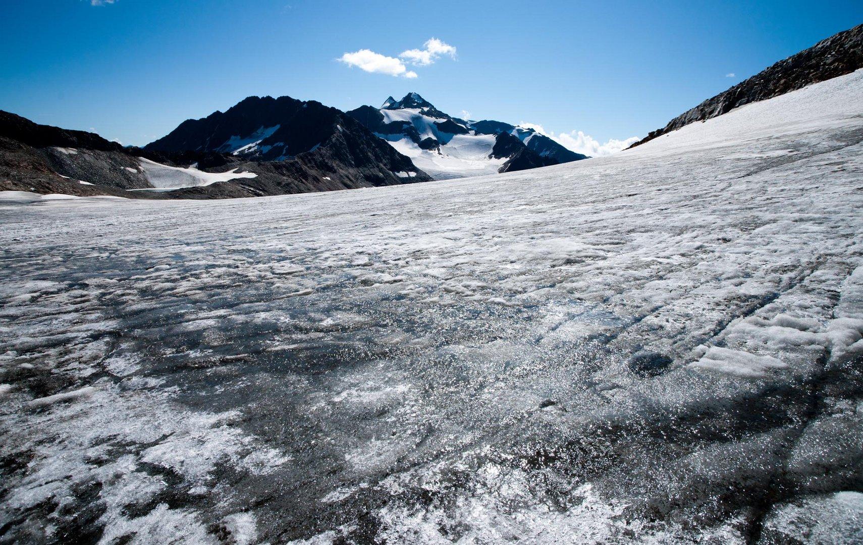 Vom Stubaier Gletscher mit Blick auf das Zuckerhütl