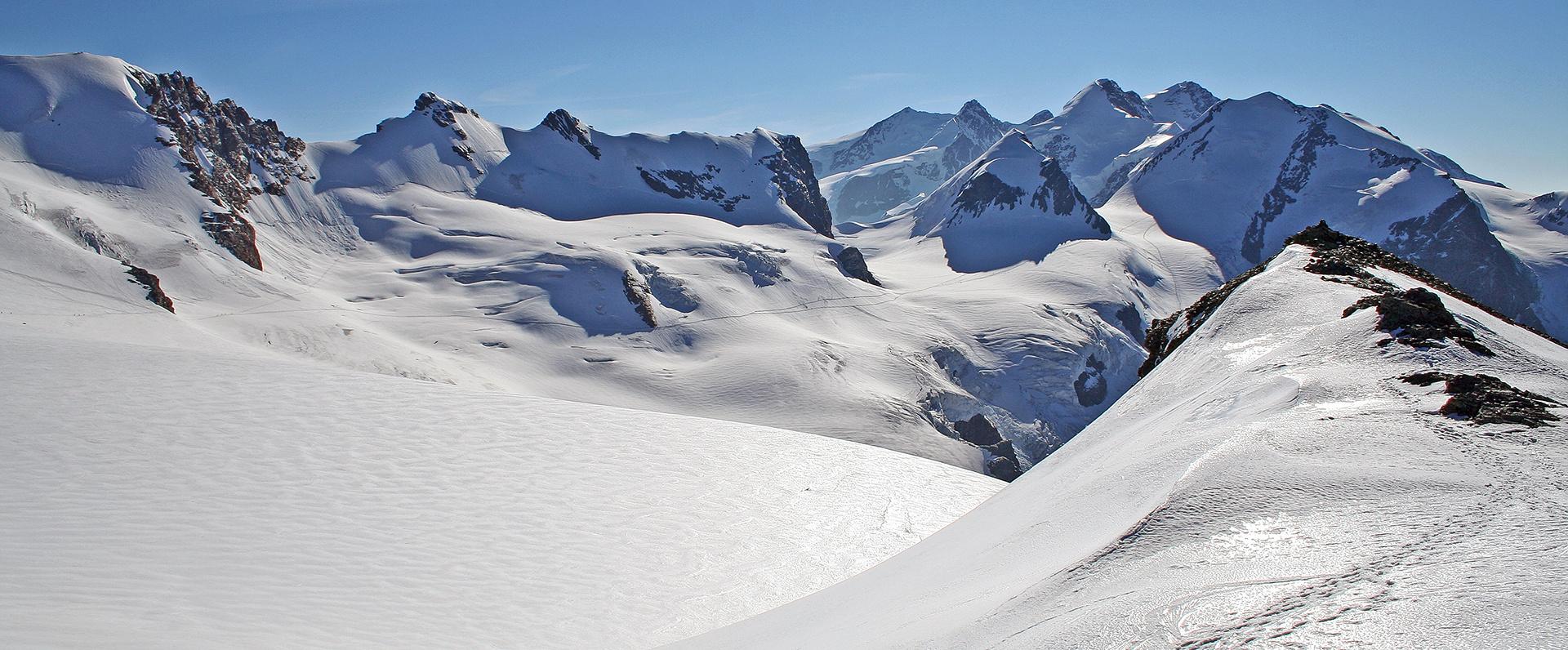 Von der 3899m hohen Gobba de Rollin auf die Walliser 4000-der...