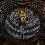 von der Besuchertribüne im Reichstag in die Kuppel