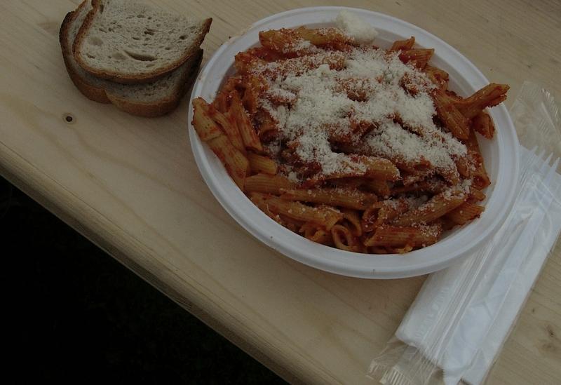 Von einem Veranstalter angebotenes Spaghettiessen am Abend vor dem Marathonlauf