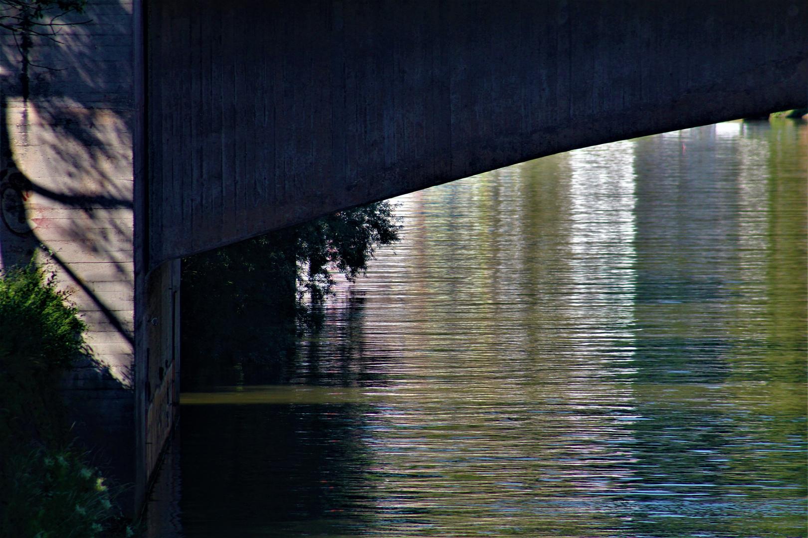 von zarten Wasserfarben.....im Neckar