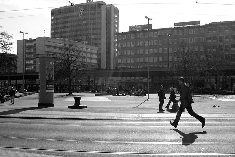 vor dem Bahnhof