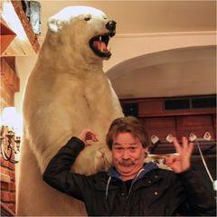 Vor dem Eisbären