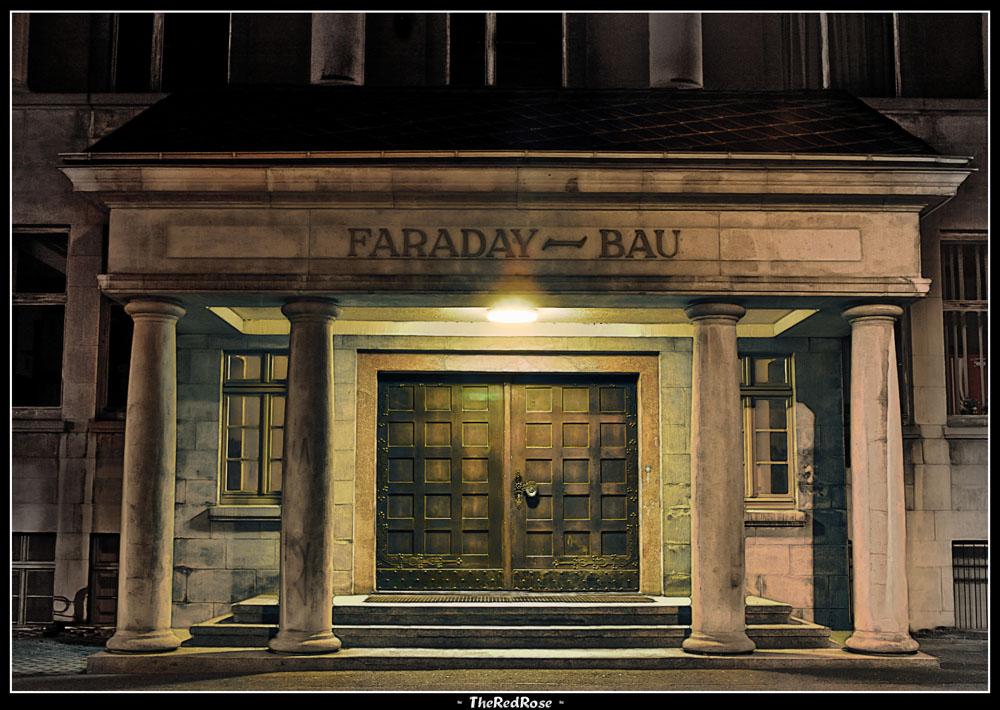 Vor dem Faradaybau...