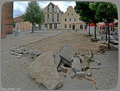 Vor dem Hauptportal der Oberkirche ..