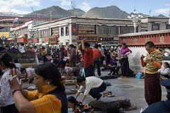 Vor dem Joknang-Tempel II