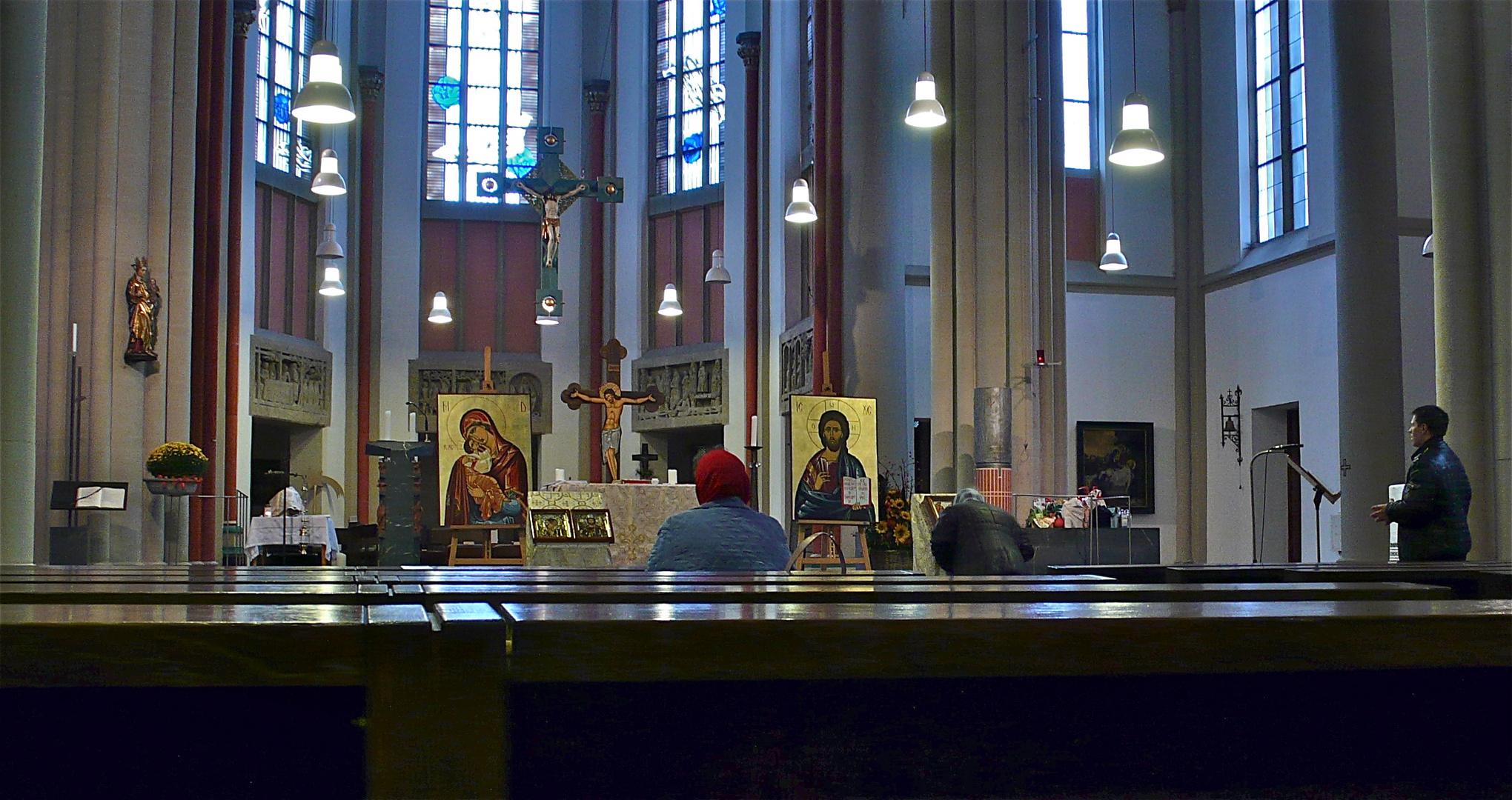 Vor dem orthodoxen Gottesdienst für Rumänen in Düsseldorf am 6.10.2013