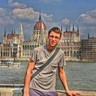 Vor dem ungarischen Parlamentsgebäude