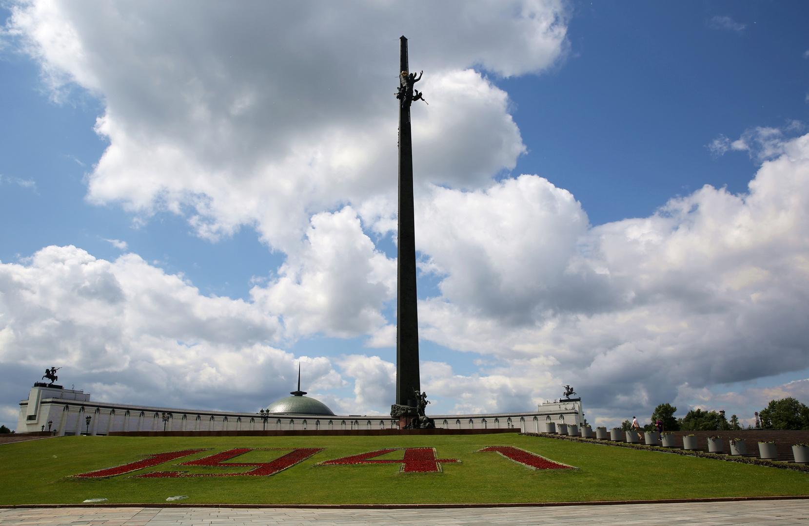 Vor dem Zentralmuseum des Großen Vaterländischen Krieges