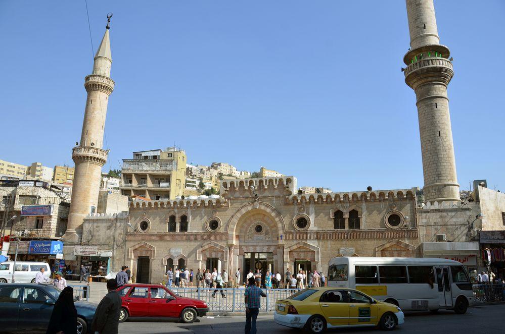 Vor der Hussein-Moschee in Amman