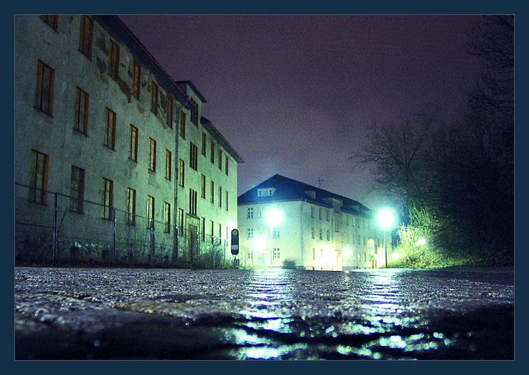 Vor der Kaserne